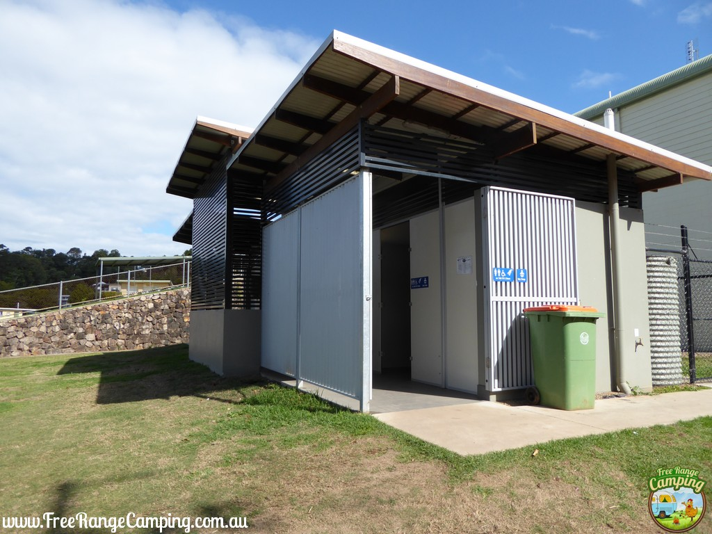 maleny-showgrounds-toilets.jpg