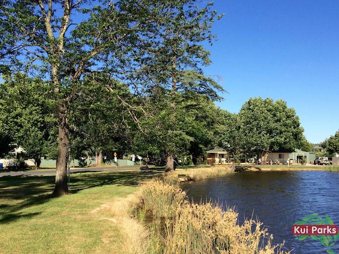 lake-anderson-caravan-park-lake4_watermarked.jpg